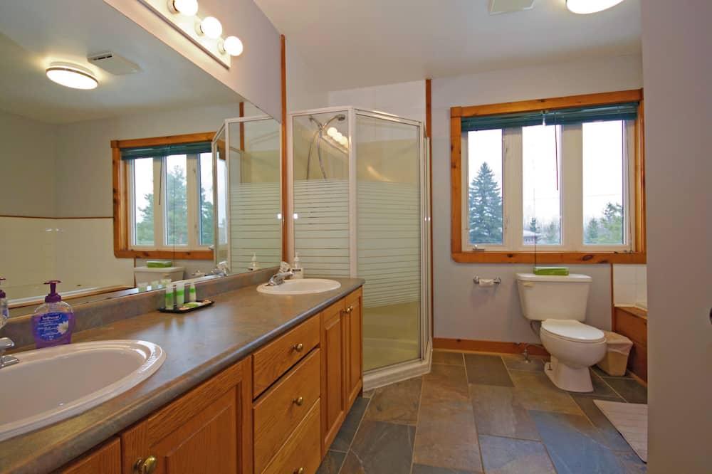 Коттедж, несколько спален, гидромассажная ванна (Linen & Towels Not Included) - Ванная комната