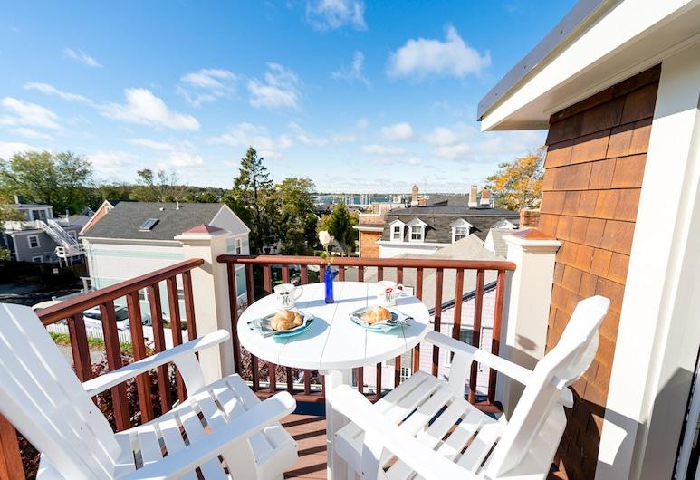 The Newport Lofts – 353 Spring Street, Newport, Luxury Suite, 1 Bedroom, Balcony, Sea View, Balcony