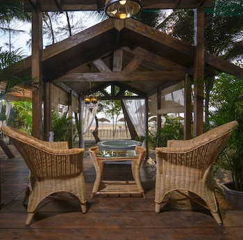 Picture of LaRiSa Beach Resort in Morjim