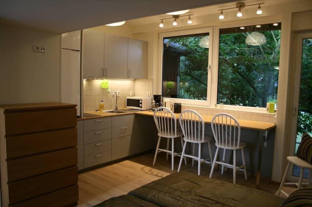 Executive Studio, Garden View - In-Room Dining