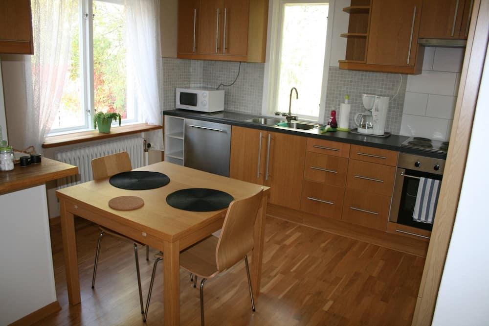 Apartment, 2 Bedrooms, Garden View - In-Room Dining