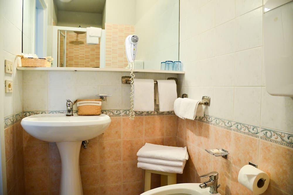 Családi szoba (Economy, 2 Adults + 2 Children) - Fürdőszoba