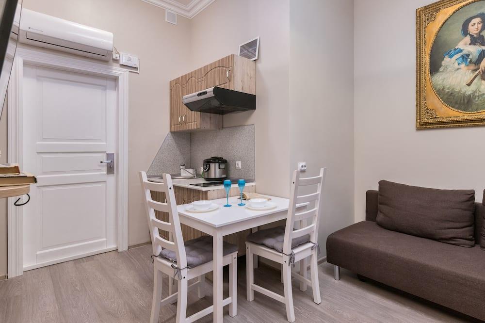 Studio Apartment Dostoyevsky - In-Room Dining