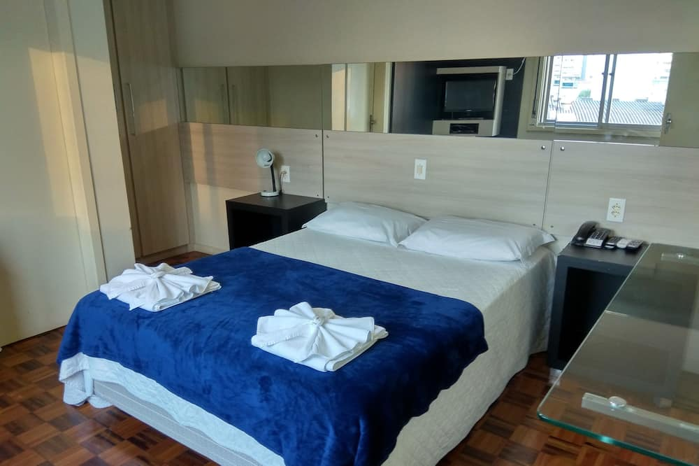 Executive Suite, 1 Double Bed with Sofa bed, Kitchen - Television