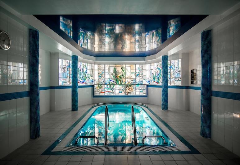هوتل فيوليتا, دروسكينيناكاي, حمام سباحة