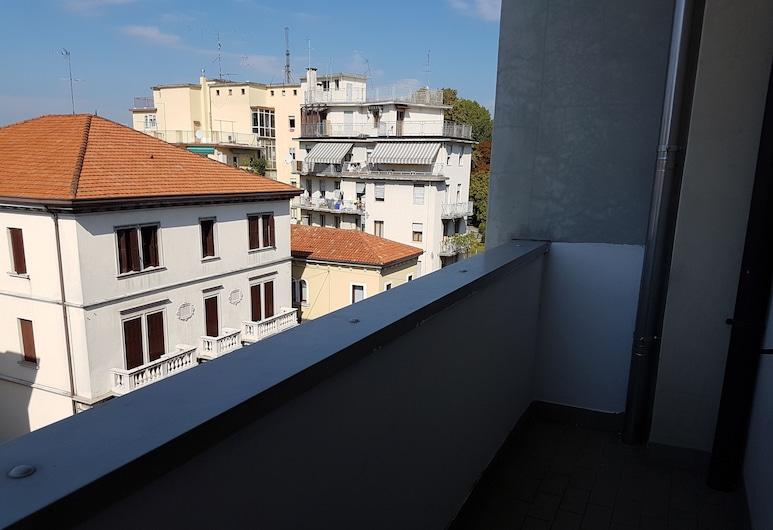 NEW LIFE, Mestre, Habitación cuádruple, baño compartido, Terraza o patio