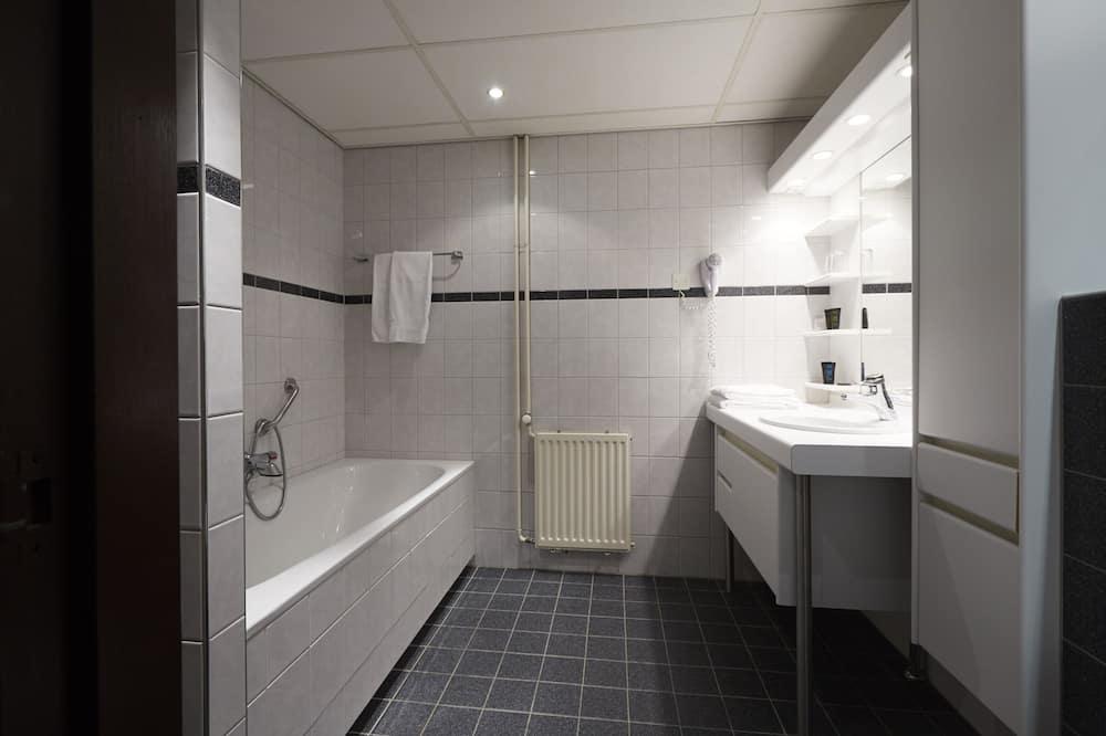 Comfort Room, River View - Bathroom