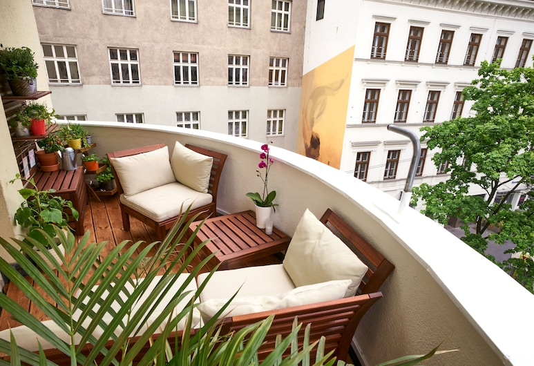 Opera Street Apartments, Vienna, City Apartment, 3 Bedrooms (Balcony) (including cleaning fee €38), Balcony