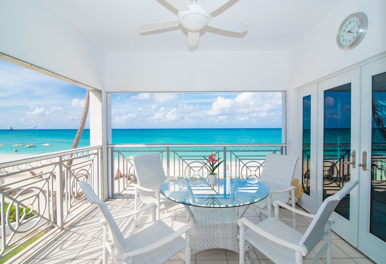 Regal Beach Club, Seven Mile Beach, 3 Bedroom Villa - Ocean Front # 624, Terrasse/Patio