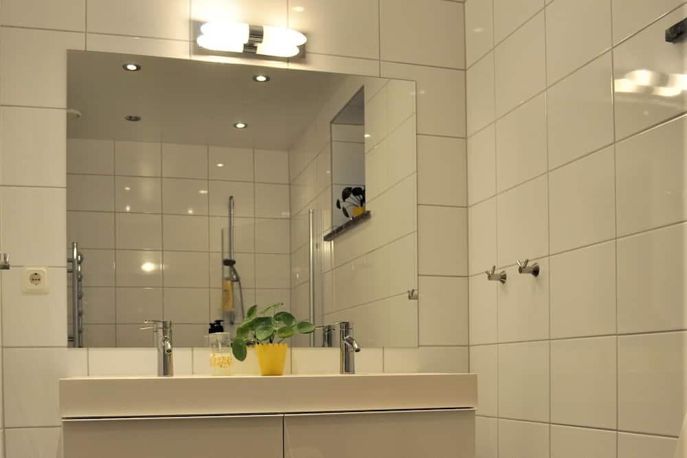 Superior Twin Room, Shared Bathroom - Bathroom