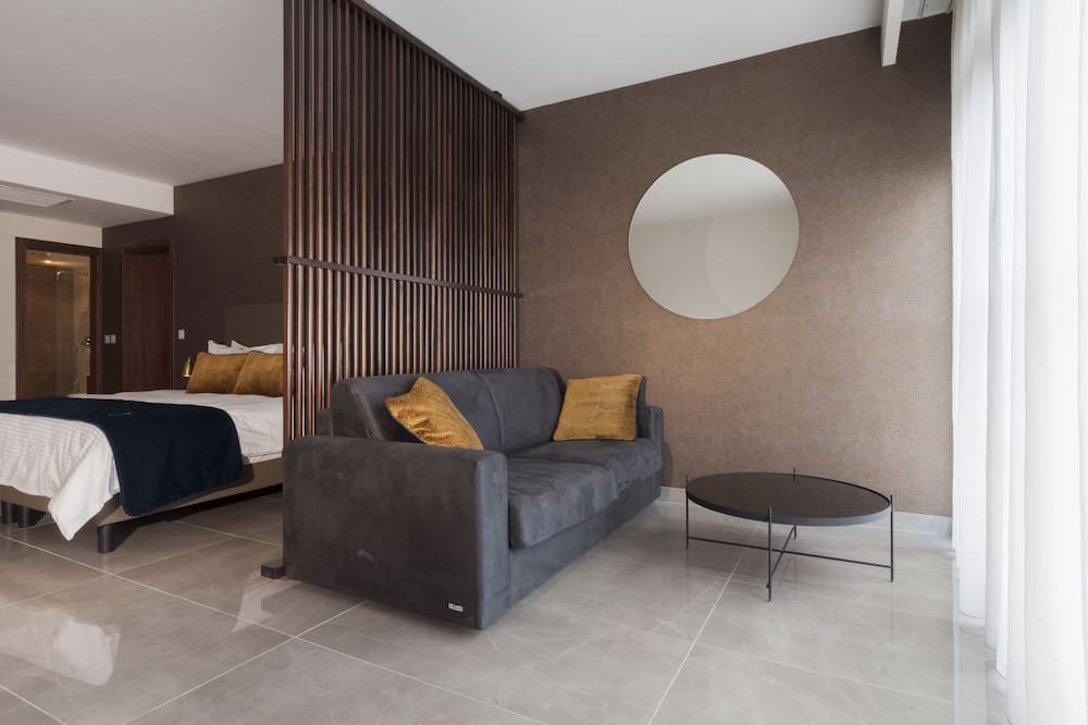 Double or Twin Room, Garden View - Living Area