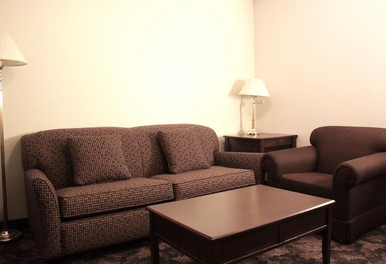 Sunset Inn and Suites, Sioux Lookout, Quarto Executivo, 1 Quarto (Two Queen Beds), Sala de Estar