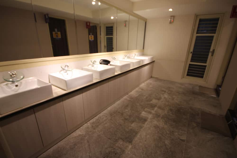 غرفة عادية فردية - بحمام مشترك - حمّام