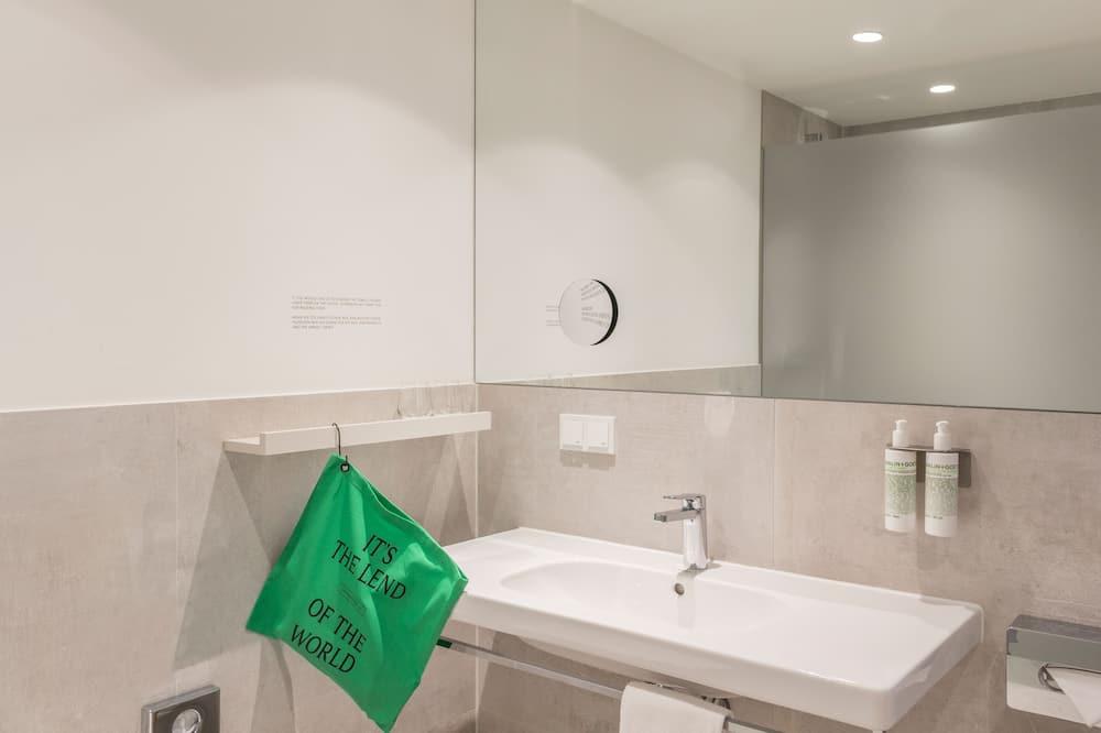 Double Room (Medium) - Bathroom