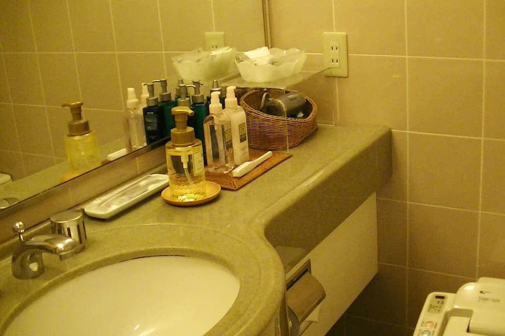 Western Style-Twin Bedded Room, Non Smoking - Bathroom