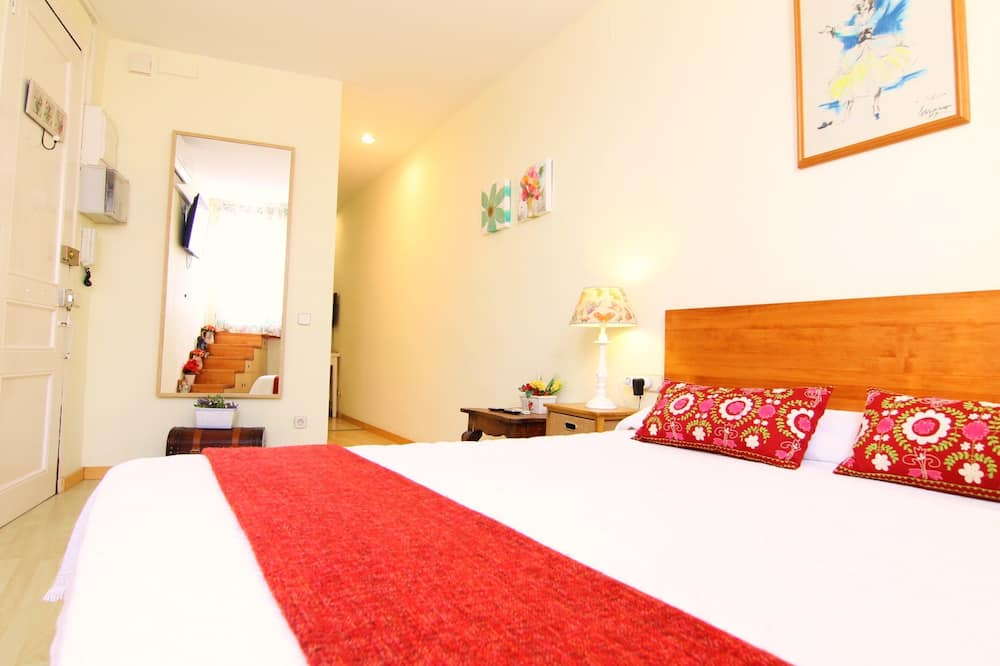 Apartment, 1 Bedroom, Terrace, City View - Room