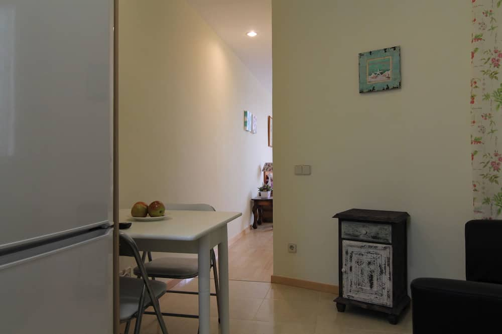 Apartment, 1 Bedroom, Terrace, City View - In-Room Dining