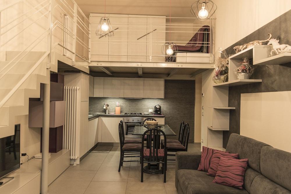 Prenota N12 Design Accomodations Alcova 75 a Siena - Hotels.com