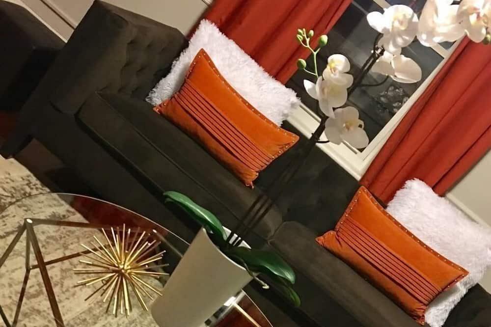 Deluxe Condo, 2 Bedrooms, Kitchen - Living Room