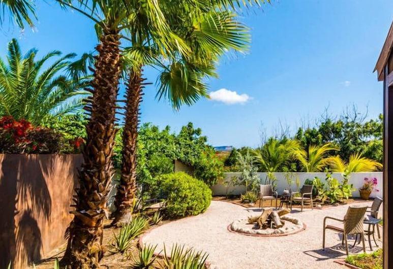 B&B Hacienda La Bougainville, Willemstad, Double Room, 2 Twin Beds, Garden View, Terrace/Patio