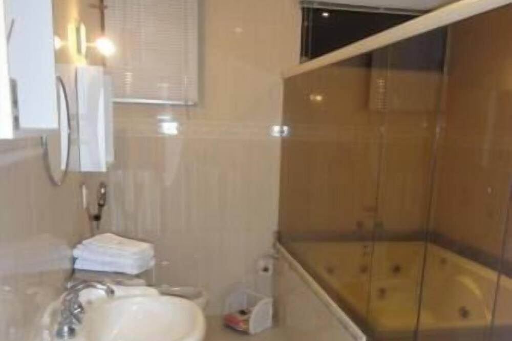 Luxury-Suite, 1 Schlafzimmer, Badewanne - Badezimmer