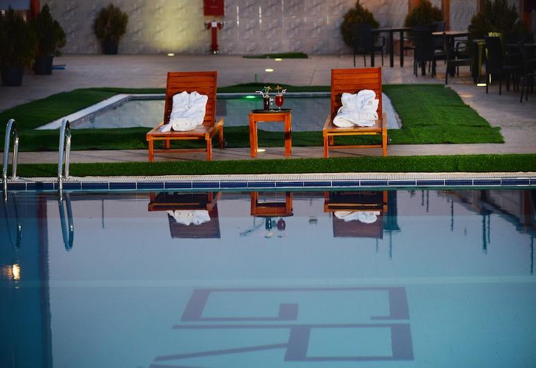Grand Pela Hotels & Suites, Abuya, Alberca al aire libre