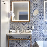 Cozy Double - Bathroom