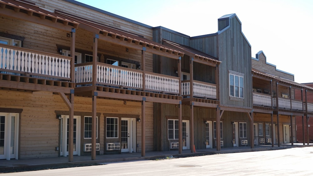 Woodside Old Towne Hotel Mauston Exterior
