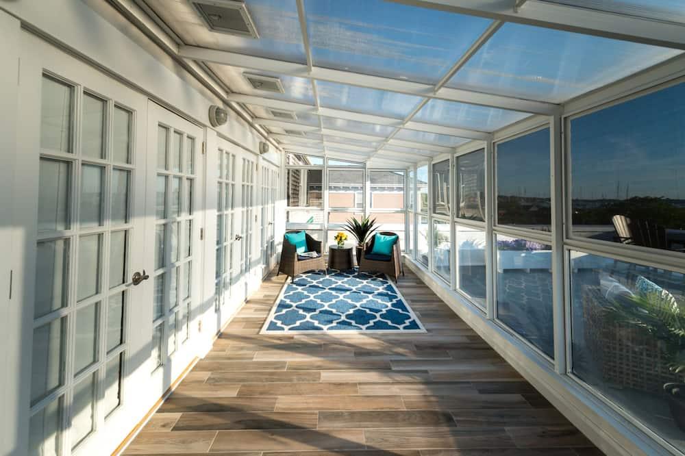 Luxury Loft, 2 Bedrooms, Balcony, Harbor View - Living Area