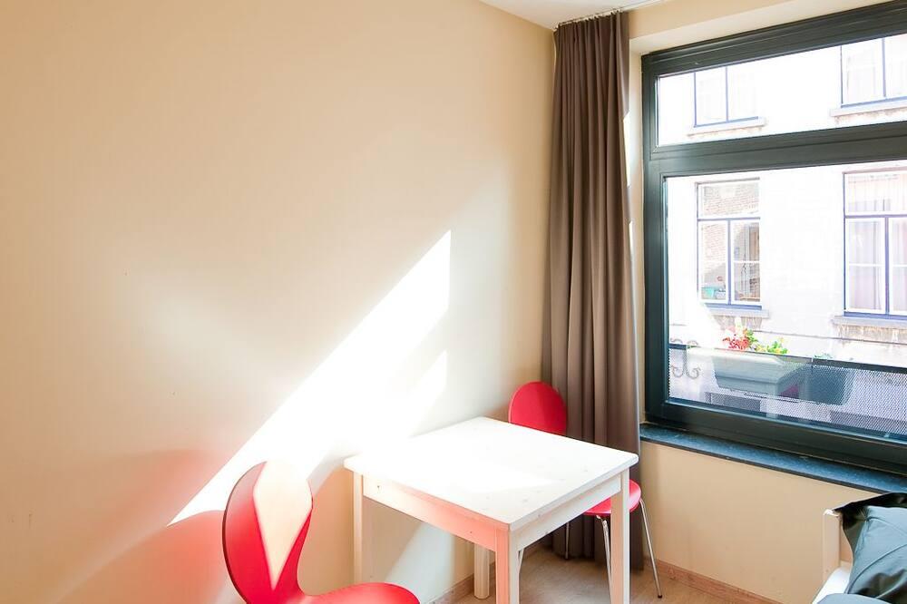 Habitación con 1 cama doble o 2 individuales, baño compartido - Habitación