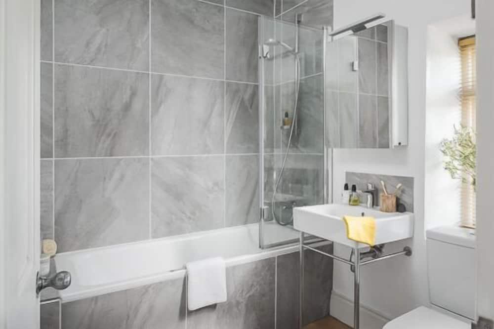 Family Apartment, Private Bathroom, Garden View - Bathroom