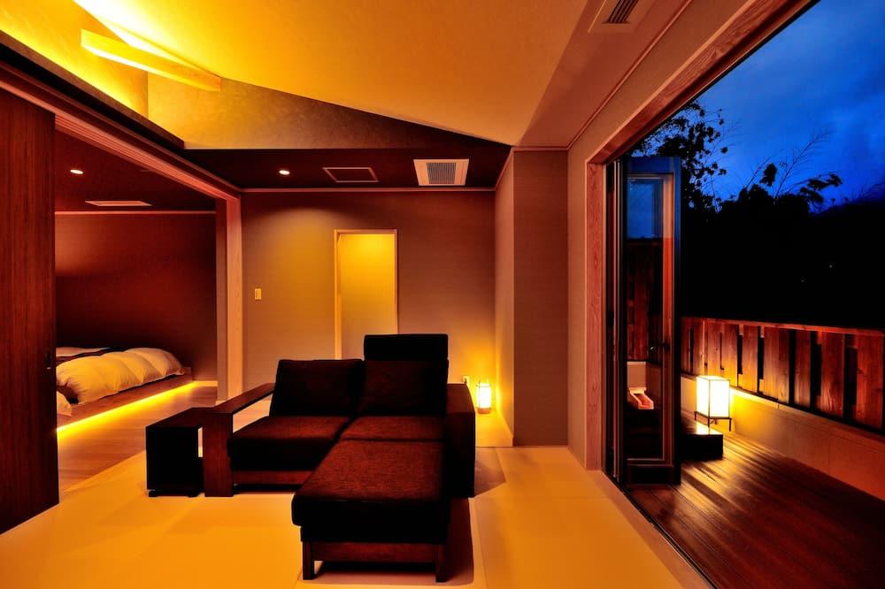 Deluxe lakosztály, több ágy, nemdohányzó, pezsgőfürdő (Type B, Japanese Style, Open-Air Bath) - Nappali