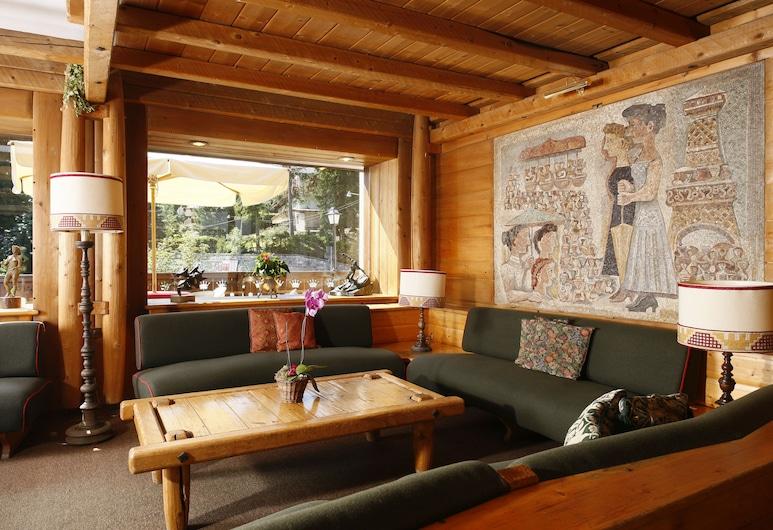 Hotel Corona, Cortina d'Ampezzo, Zona con asientos del vestíbulo