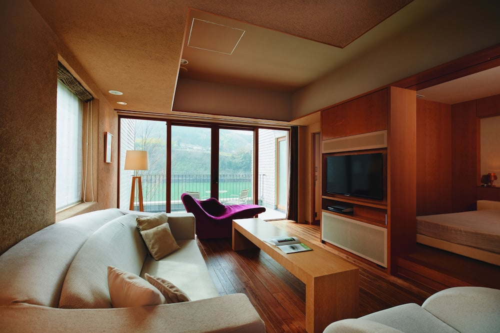 Superior Suite, 2 Bedrooms, Non Smoking, River View (214) - Living Room