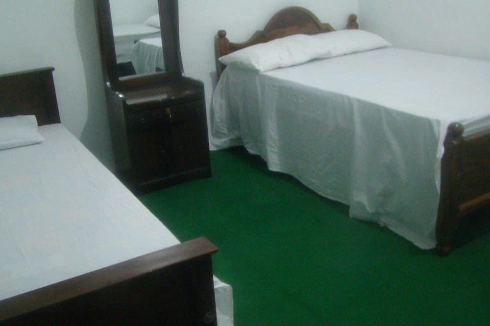 חדר בייסיק זוגי או טווין, חדר שינה אחד, נוף לגן - חדר רחצה