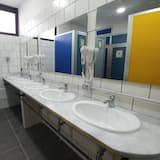 Spoločná zdieľaná izba, spoločná izba pre mužov aj ženy, spoločná kúpeľňa (6 beds) - Kúpeľňa