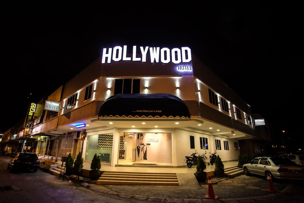 Hollywood Hotel Ipoh Front Evening Night