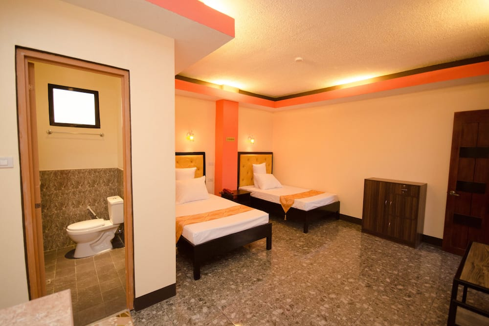 Family Room, 2 Queen Beds (6 Persons) - Bathroom