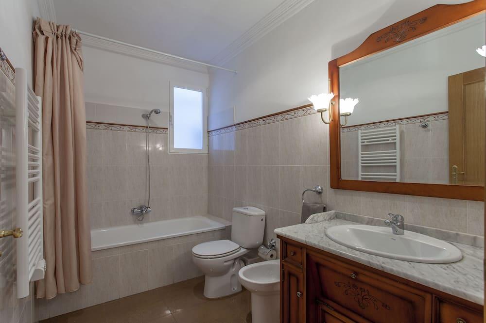 Huoneisto, 3 makuuhuonetta - Kylpyhuone