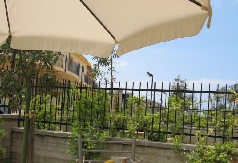 Baia Nebrodi Residence, Sant'Agata di Militello, Appartamento, 2 camere da letto, lato giardino, Terrazza/Patio