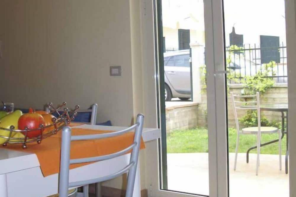 Apartment, 2 Bedrooms, Garden Area - In-Room Dining