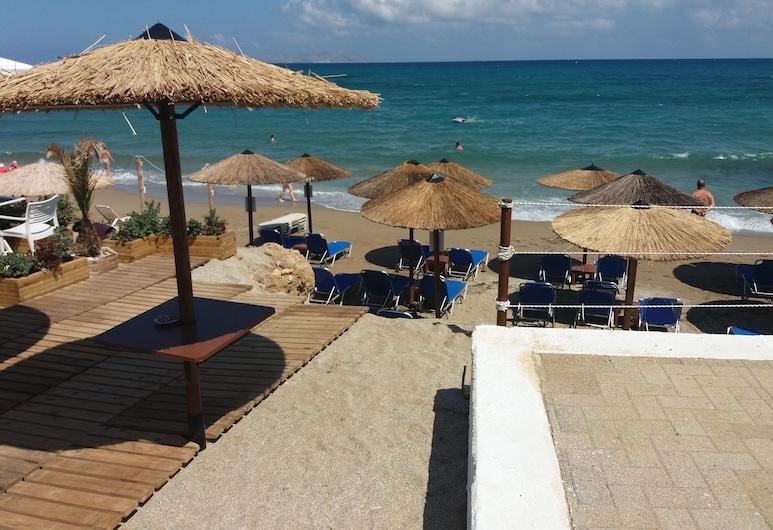 Diogenis Blue Palace, Γούβες, Παραλία