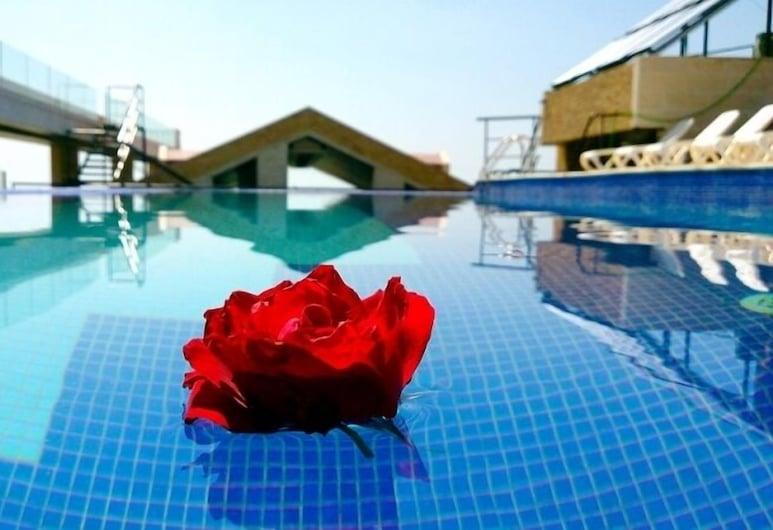 Bouery Hotel, Kfar Yassine, Pool auf dem Dach