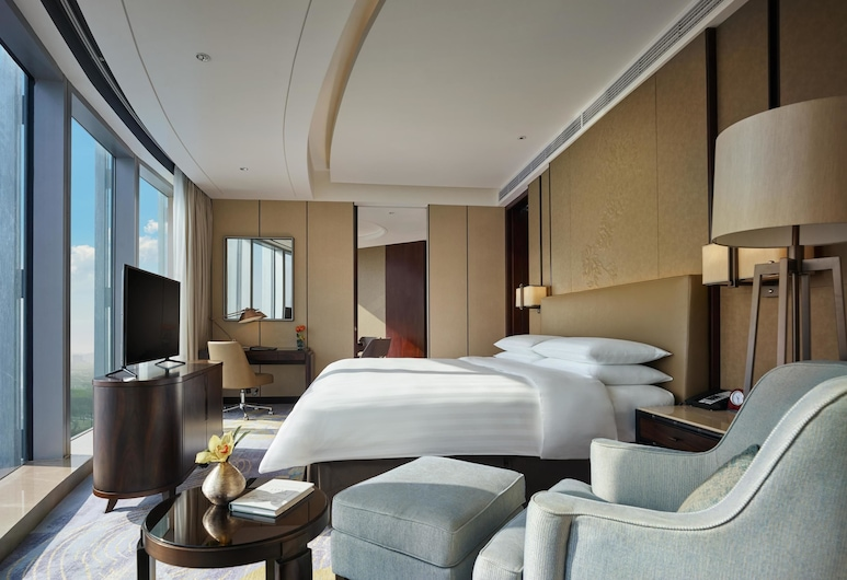 Shangri-La Hotel, Yiwu, Jinhua, Executive Suite, 1 King Bed, Lake View