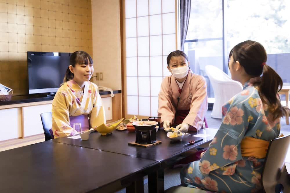 和室 10畳 トイレ付 松阪牛夕食付 チェックイン 19:30まで - 旅館での食事