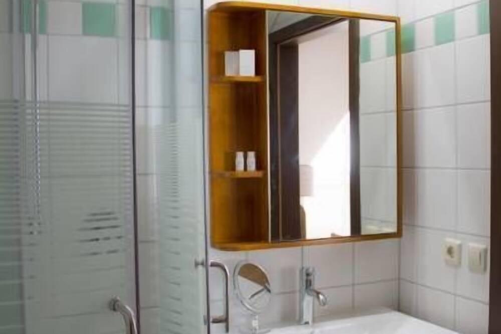 Klasikinio tipo dvivietis kambarys, 1 labai didelė dvigulė lova - Vonios kambarys