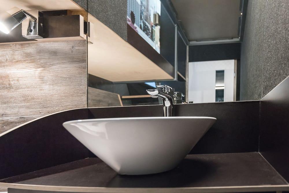 Basic Twin Room - Bathroom Sink