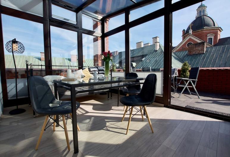7 Koron - Exclusive Apartments, Krakow, Loftsleilighet – gallery, 1 queensize-seng med sovesofa, utsikt mot byen, Gjesterom