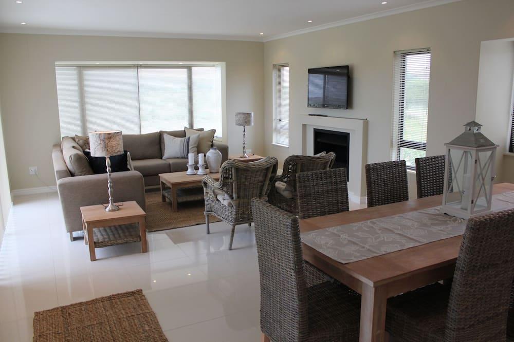 Comfort House, 3 Bedrooms, Kitchen, Golf View - Living Area