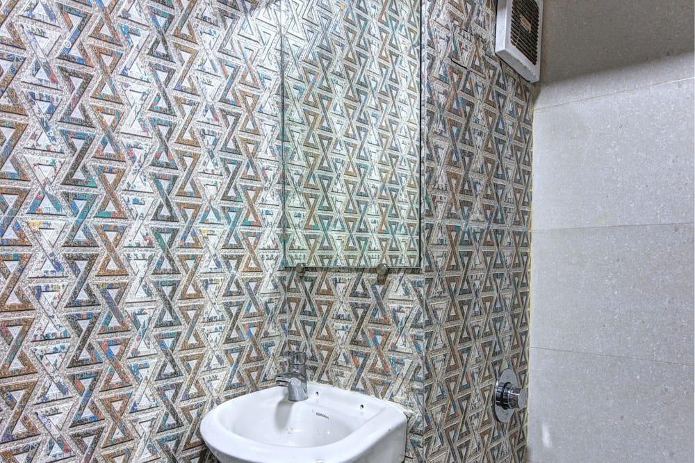 Triple AC Room - Bathroom